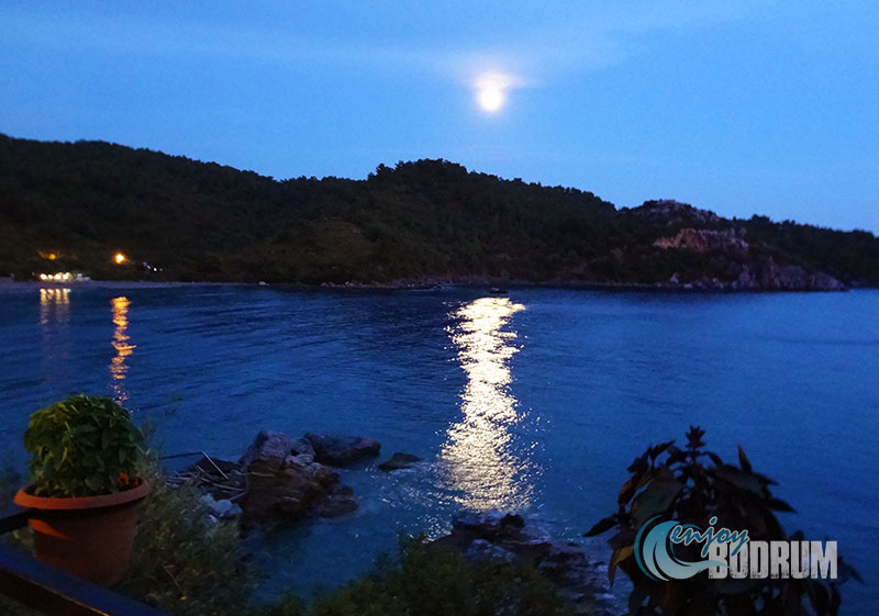 Full moon at Mazi